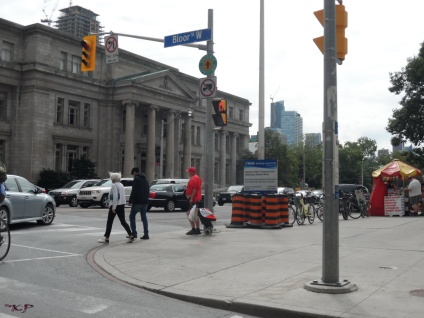 On the other side of the intersection, Avenue Road becomes University Avenue. Here, pedestrians, bikes and cars converge.