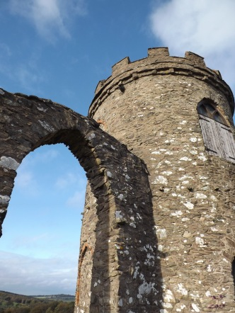 It is said that to honour one who died in a tragic accident, the stonework of the arch was altered slightly to make the entire structure resemble a tankard.