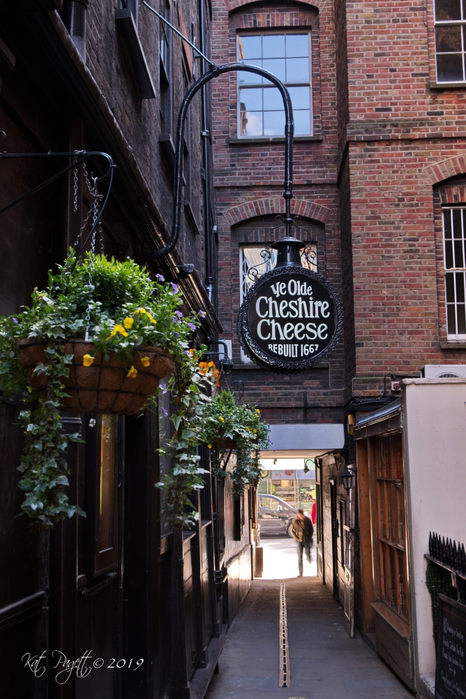The Olde Cheshire Cheese has been a pub since 1538. It was rebuilt after the great fire of London in 1666. Mark Twain, Arthur Conan Doyle, P.G. Wodehouse and Alfred Tennyson hung out here.